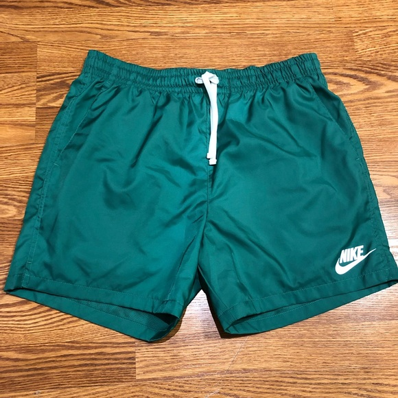 stable quality new & pre-owned designer san francisco Men's Nike Sportswear Woven Shorts (Green)